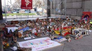 Los belenes de la Puerta de Alcalá no son una protesta sino una