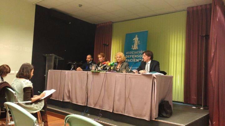 Rueda de prensa de la pareja que ha denunciado al Hospital de Torrejón de Ardoz