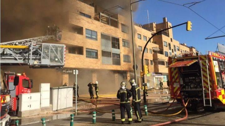 SUMMA atiende a 16 vecinos a causa de un incendio en un restaurante de Parla