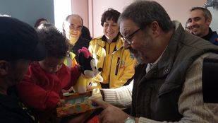 'Los Reyes' traen 200 juguetes para niños y niñas de acogida