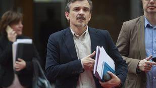 La destitución de López, ratificada en una reñida votación de 14 contra 13