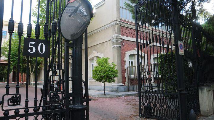 Calle Raimundo Fernandez Villaverde 50, entrada a los edificios del cuerpo de Artillería del Ejército. (Archivo)