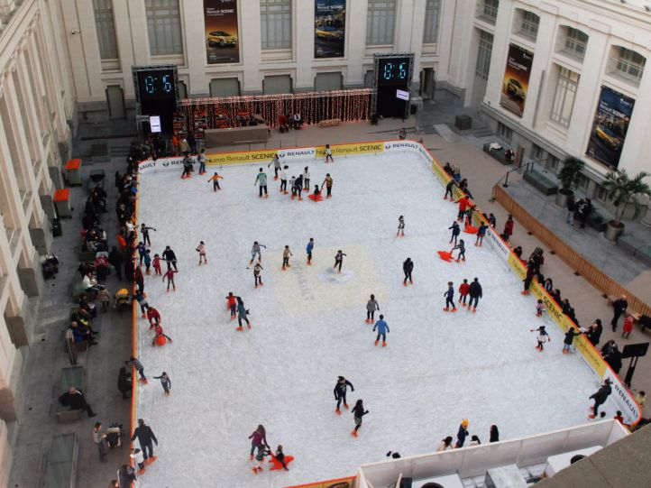 Cibeles celebra la Navidad con una gran pista de hielo