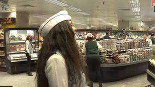 El supermercado de El Corte Inglés felicita con música en directo las fiestas de Navidad