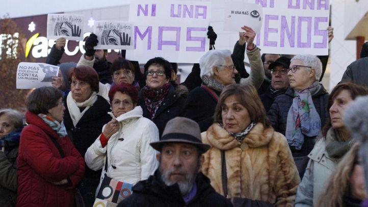 Una quinientas personas, entre ellas el alcalde de Rivas, Pedro del Cura, y varios diputados regionales de Podemos y PSOE, en la manifestación de rechazo a la violencia machista después de las primeras muertes por violencia de género en 2017.