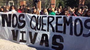Políticos y vecinos protestan por el asesinato de la mujer peruana de Hortaleza