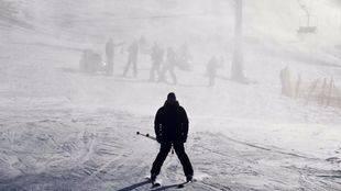 La mitad de las pistas de esquí que rodean Madrid, inoperantes pese al frío