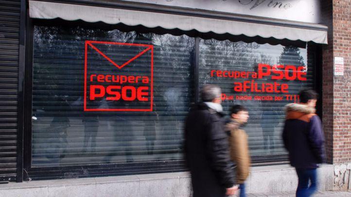 La plataforma 'Recupera Psoe', del sector crítico a la gestora, ha alquilado un local en la calle Ferraz número 10.