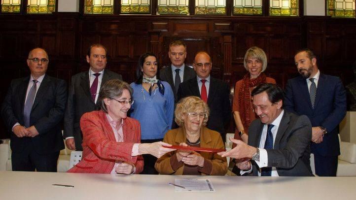 El Ayuntamiento y los procuradores de Madrid firman un convenio de protección a personas vulnerables en proceso de desahucio