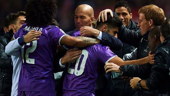 Un gol de Benzema sobre la bocina mantiene al Madrid invicto en Sevilla