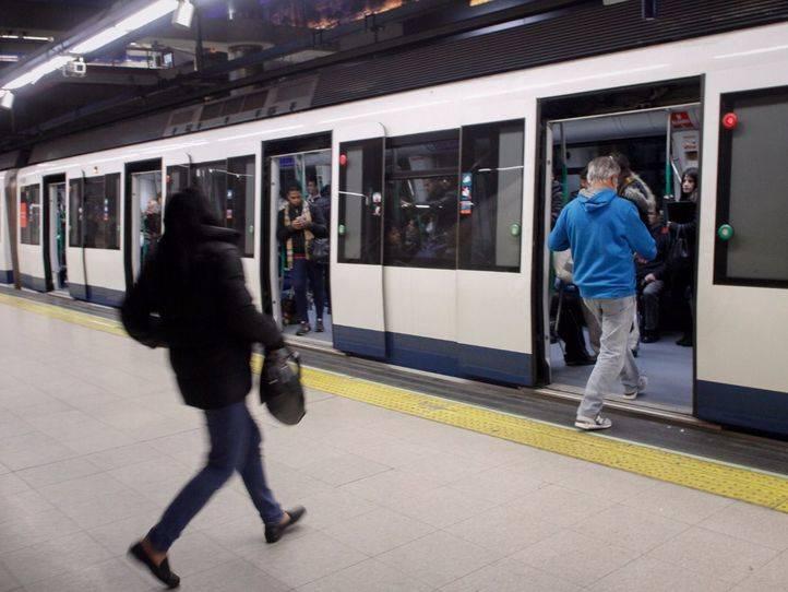 El inglés sonará en la megafonía de Metro a partir de este lunes