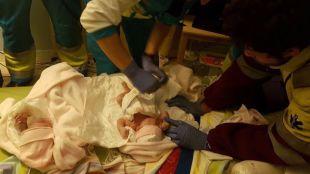 Una mujer da a luz a gemelas en su domicilio