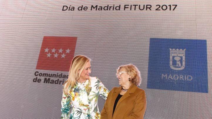 La presidenta de la Comunidad de Madrid, Cristina Cifuentes, junto a la alcaldesa de Madrid, Manuela Carmena