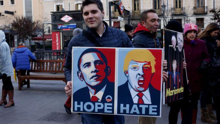 Centenares de personas se manifiestan contra Trump en Ópera