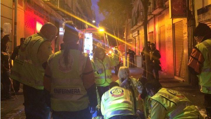 Los servicios de emergencias tratando de reanimar al muerto por un tiroteo en el que fue el último suceso en Tetuán, el pasado 15 de enero. (Archivo)