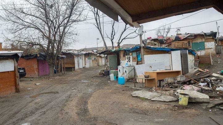 Asfaltados 2.500 metros cuadrados de terreno en El Gallinero para facilitar la entrada del bus escolar