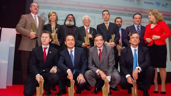 Foto de familia con todos los galardonados en la VI edición de los Premios Madrid.