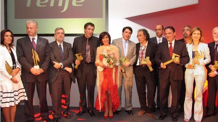 Foto de familia con los 14 galardonados.