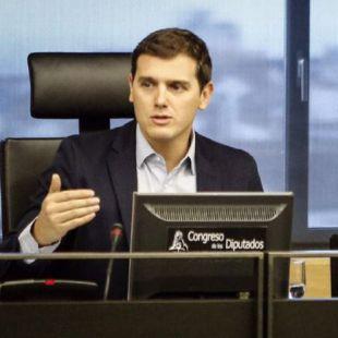 Rivera revalida su liderazgo en C's pese a la baja participación