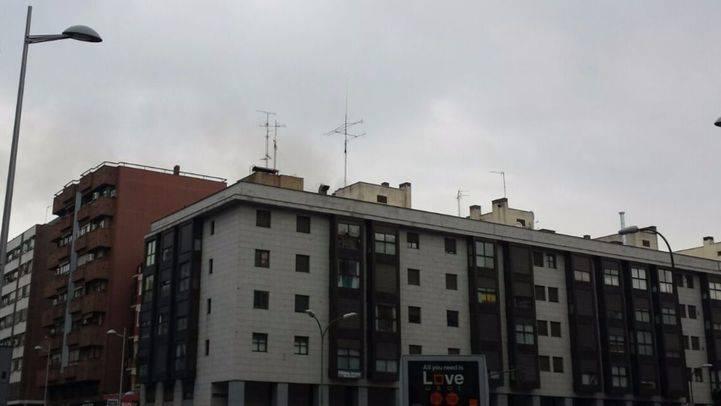 Desalojado un edificio en Tetuán a causa de un incendio