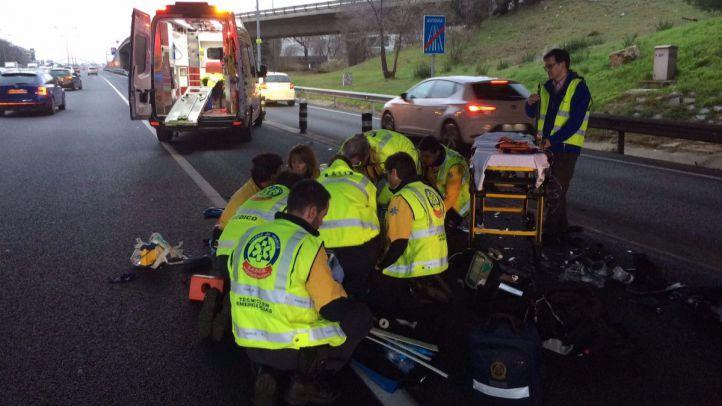 Un grave accidente de moto deja atascos en la A-2
