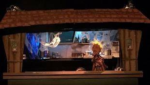 Los titiriteros llenan el Teatro del Barrio con la polémica obra