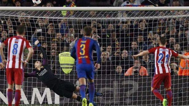 Un gran Atlético asusta al Barça pero le falta pegada para noquearle