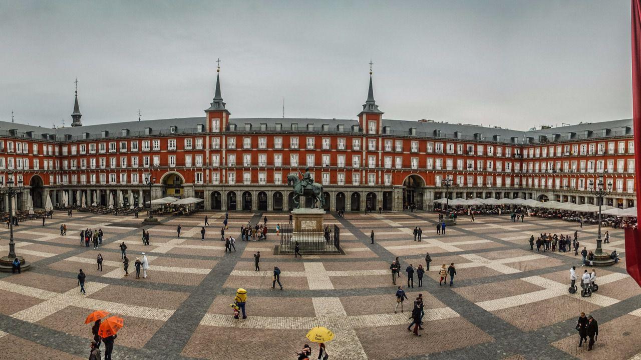La plaza mayor festejar su centenario como sede de las for Discoteca plaza de los cubos madrid