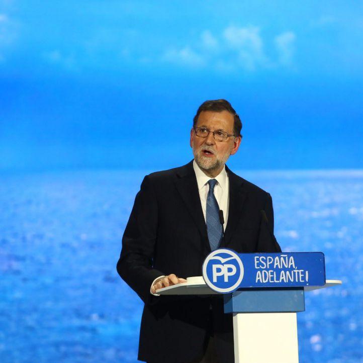 Rajoy mantiene a Cospedal como secretaria general del PP y premia a Maíllo