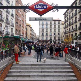 Metro en la plaza de Chueca