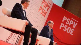 Gabilondo, en la clausura de la convención de ideas del PSPV-PSOE este domingo, junto al presidente valenciano, Ximo Puig
