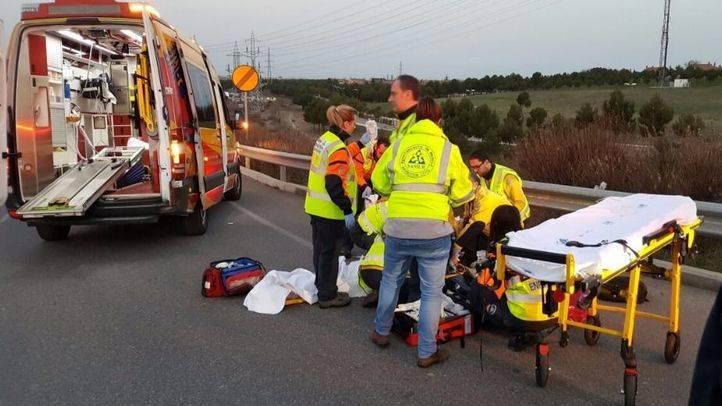 Herido grave tras ser atropellado por un turismo en una rotonda sobre la M-45