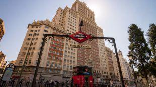 Vista del edificio España desde la estación de Metro de Plaza de España