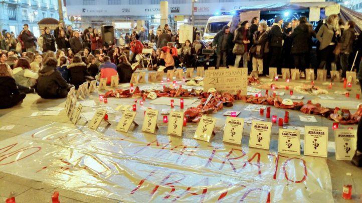 Ocho mujeres acampan en Sol para exigir medidas contra la violencia de género.