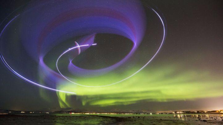Horacio Llorens vuela entre auroras boreales
