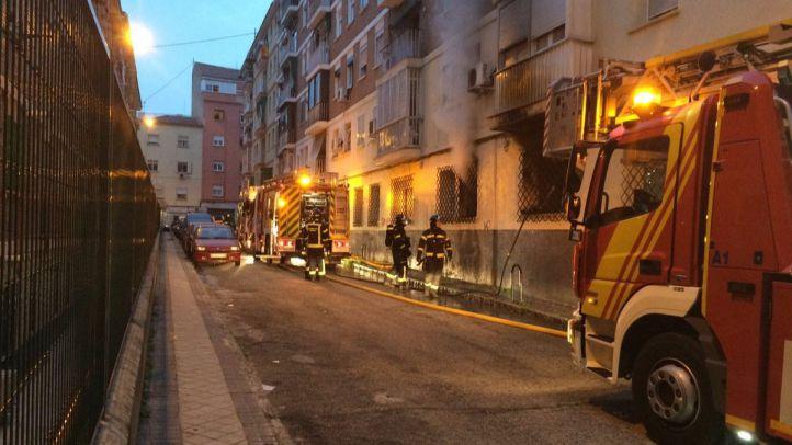 Dos personas, heridas de gravedad tras un incendio en un piso de Latina