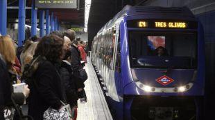 Sin incidentes y con un 5% menos de viajeros en el primer paro de Metro