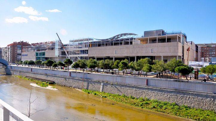 Vista general del nuevo centro comercial de Usera, Plaza Río 2, con las obras ya muy avanzadas