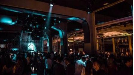 Un hombre intenta arrollar a un portero de discoteca por no dejarle entrar