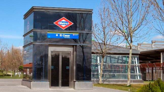 Acceso en la estación de Metrosur de El Casar