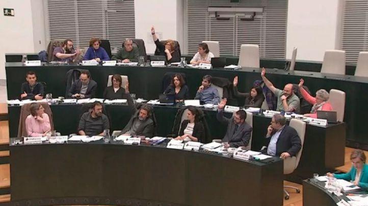 Momento en el que seis ediles de Ahora Madrid votaban en contra de de pedir la liberación del opositor venezolano Leopoldo López.