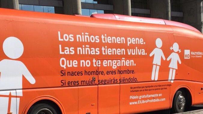El autobús de Hazte Oír con una campaña LGTBfóbica