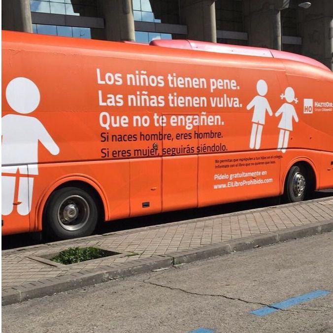 La Fiscalía pide que se prohíba el autobús 'transfóbico' y Hazte Oír amenaza con llevarlo frente al Ayuntamiento