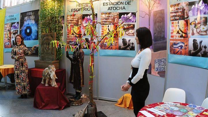 Una exposición de fotografías paranormales, novedad en la feria esotérica de Atocha