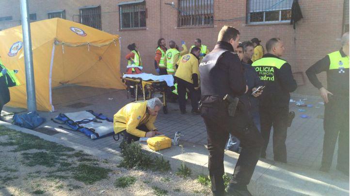 Policía y efectivos del SAMUR donde ha ocurrido el suceso.