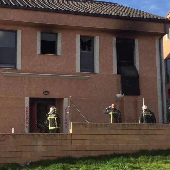 Ninguno de los ocupantes de la vivienda ha sufrido daño alguno.