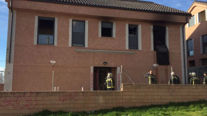 Un incendio calcina una vivienda 'okupa' en San Lorenzo