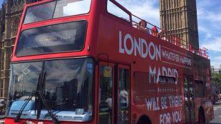 Autobús de la campaña publicitaria de la Comunidad de Madrid en Londres