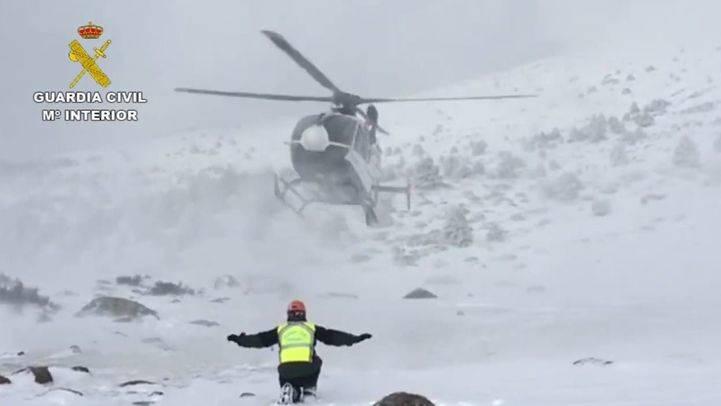 La Guardia Civil rescata 12 excursionistas en el pico de Peñalara