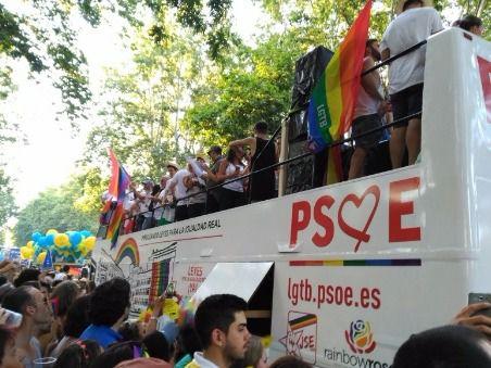 Carroza del PSOE en la fiesta del Orgullo (Archivo)
